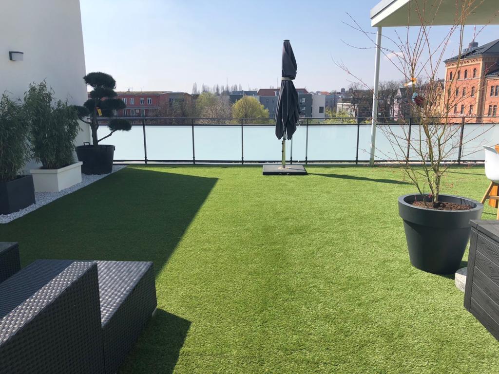 Kunstrasen für Dachterrasse kaufen » Premium Kunstrasen.de