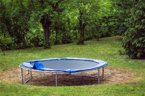 Defekter Rasen durch Trampolin